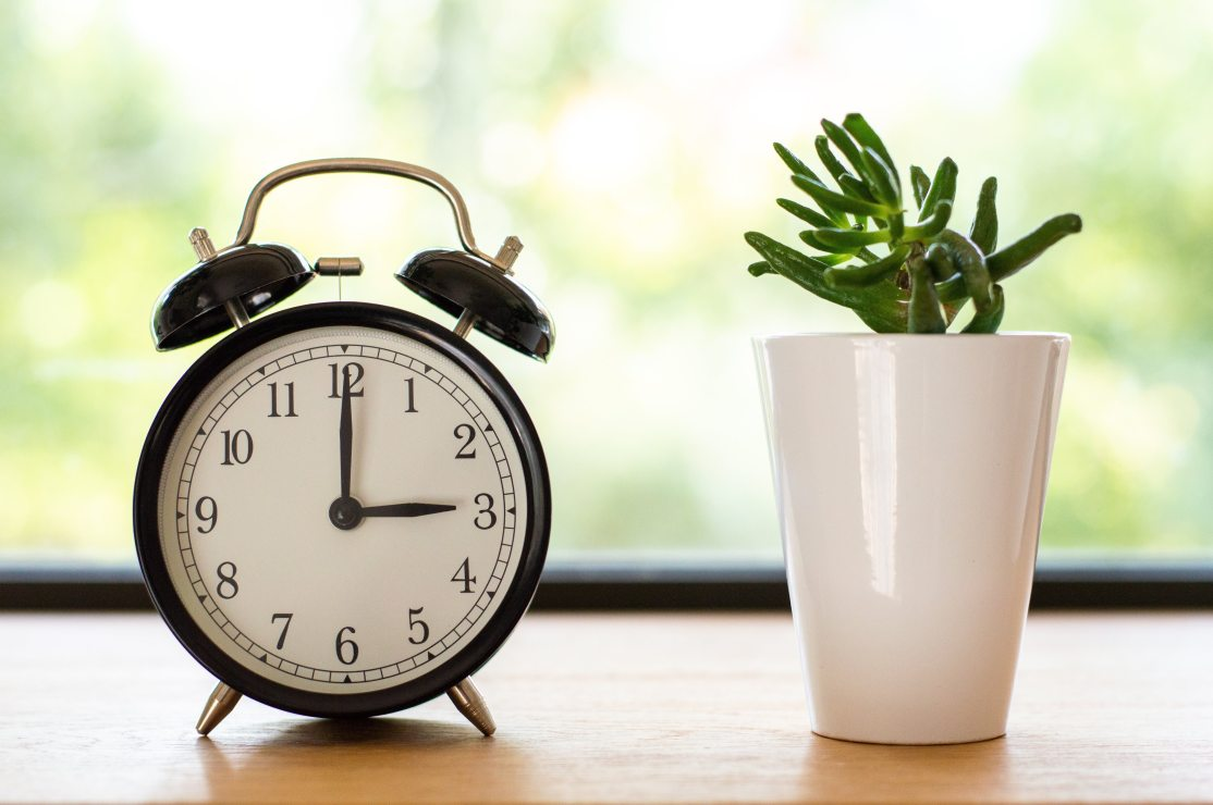 alarm-alarm-clock-blurred-background-1449898