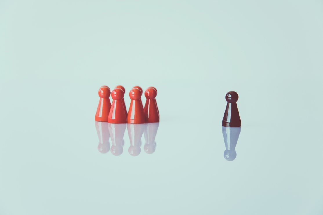 crowd-reflection-color-toy-1679618